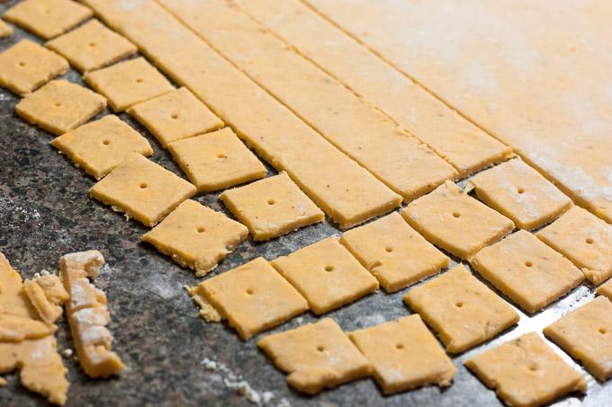 Jalapeño Garlic Cheese Crackers  | eatfirstworrylater.com