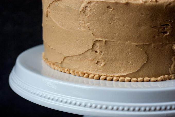 Peanut Butter Chocolate Pretzel Cake| eatfirstworrylater.com